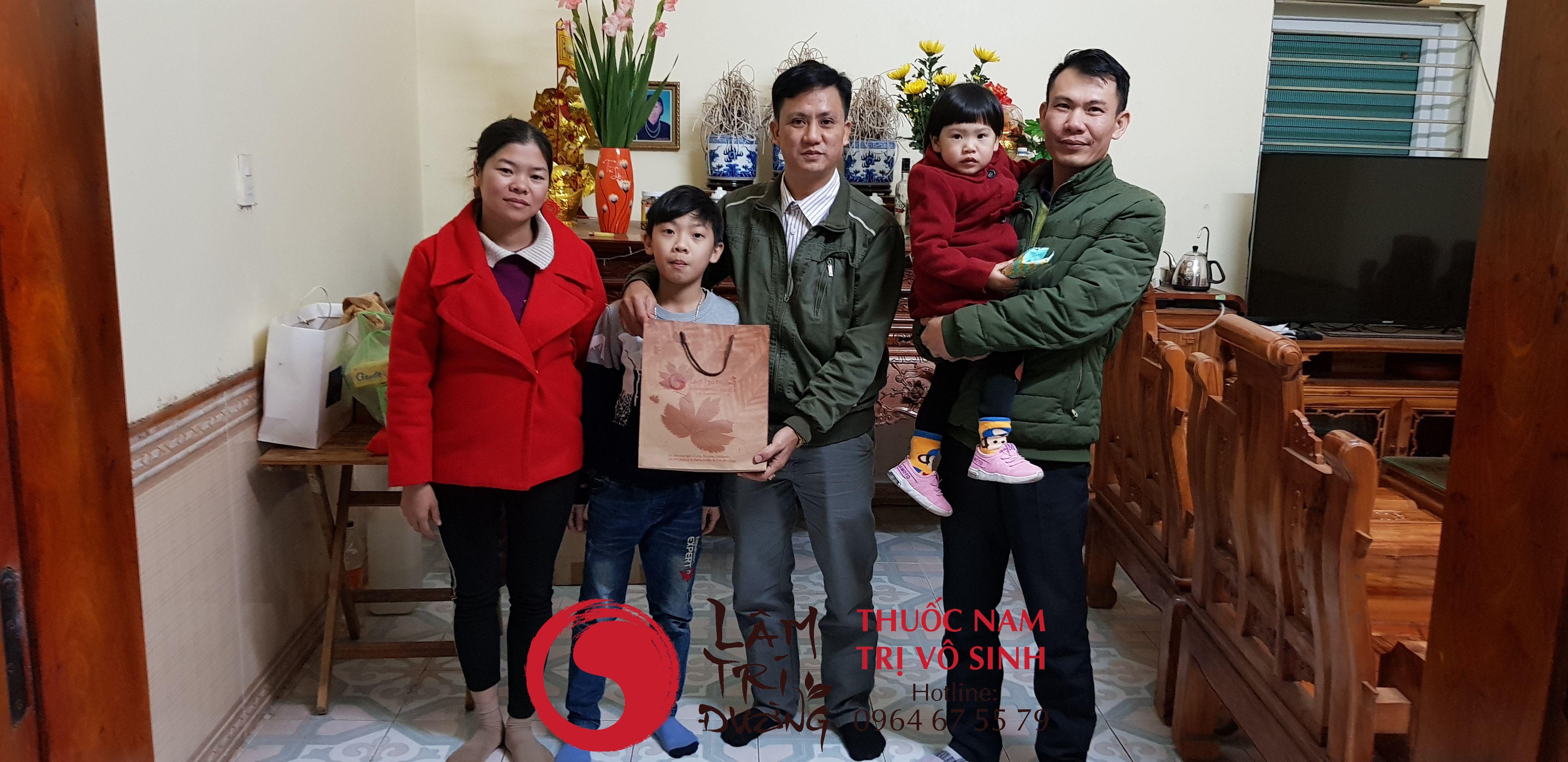 Ảnh Bùi Văn Trúc và gia đình bệnh nhân trị vô sinh hiệu quả
