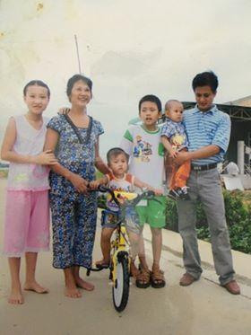 Mẹ của Bùi Văn Trúc cùng các cháu